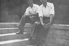 1А.Д. Тихомиров (справа) с другом. Баку, 1940-е